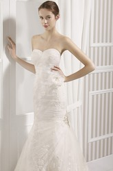 Trumpet Floor-Length Sweetheart Lace Wedding Dress With Appliques And Corset Back