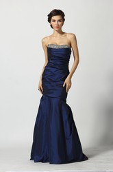 Floor-length Sleeveless A-Line Sweetheart Taffeta Prom Dress with Beading and Ruching