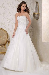 Sweetheart Maxi Appliqued Tulle Wedding Dress With Chapel Train And V Back