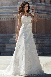 A-Line Sleeveless Long Sweetheart Appliqued Lace Wedding Dress With Bow