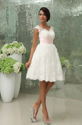 Short Sweetheart Sleeveless Exquisite Gown With Lace Applique