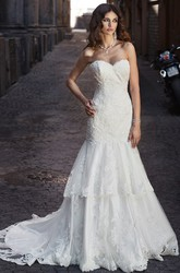 A-Line Sweetheart Floor-Length Sleeveless Appliqued Lace Wedding Dress With Tiers