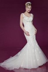 V-Neck Floor-Length Pleated Appliqued Lace&Tulle Wedding Dress
