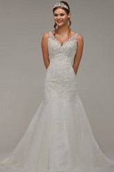 A-Line Long Sleeveless Appliqued V-Neck Lace&Tulle Wedding Dress With Beading
