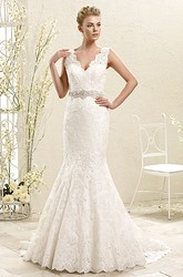 Trumpet Appliqued Long Sleeveless V-Neck Lace Wedding Dress With Waist Jewellery