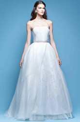 A-Line Bowed Strapless Floor-Length Sleeveless Tulle Wedding Dress With Appliques
