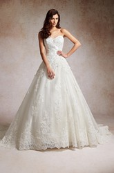 Sweetheart A-Line Wedding Dress With Lace Appliques And Beadings