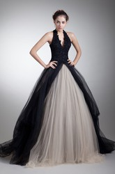 Plunged Halter Sleeveless Ball Gown Tulle Wedding Dress with Appliques
