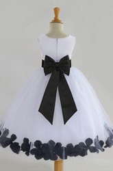 Ball Gown Chiffon and Tulle Scoop Sleeveless Appliqued Flower Girl Dress