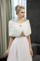 Sexy Faux Fur Wedding Shawl With Brooch