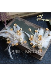 Beautiful Handmade Feather Gold Pearl Diamond Hairpin Side Of The Folder