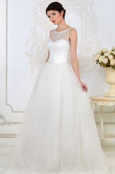 Ball Gown Scoop-Neck Sleeveless Floor-Length Appliqued Tulle Wedding Dress
