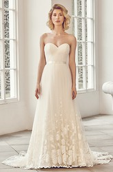 Long Sweetheart Appliqued Tulle Wedding Dress With Court Train