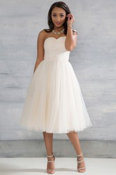 Tea-Length Sweetheart Sleeveless Appliqued Tulle Wedding Dress