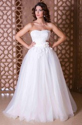 A-Line Appliqued Floor-Length Strapless Sleeveless Tulle Wedding Dress With Flower