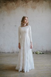 Modest Lace Scoop-neck 3/4 Sleeve Wedding Dress with Applique