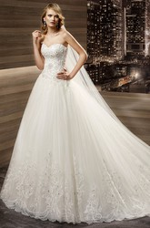 Sweetheart Court-train A-line Wedding Dress with Fine Appliques Corset And Lace-up Back