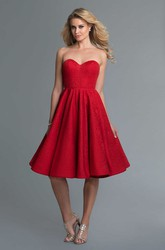 A-Line Knee-Length Sweetheart Sleeveless Lace Backless Dress With Pleats