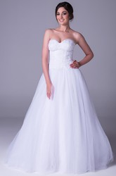 A-Line Sleeveless Sweetheart Appliqued Long Tulle Wedding Dress