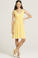 Knee-Length V-Neck Sleeveless Ruched Chiffon Bridesmaid Dress