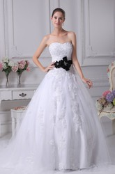 Elegant Sweetheart Ball Gown Wedding Dress With Appliques and Flower
