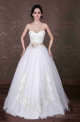 Ball Gown Short Sweetheart Tulle Wedding Dress With Appliques And Bow