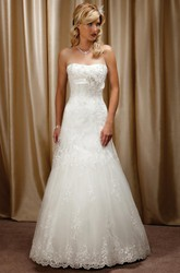 A-Line Sleeveless Floor-Length Appliqued Strapless Tulle&Satin Wedding Dress With Flower And Lace-Up Back