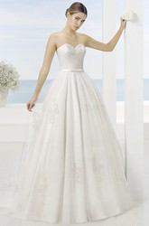 A-Line Appliqued Sweetheart Tulle Wedding Dress With Criss Cross And Court Train