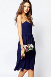 A-Line Sweetheart Ruched Sleeveless Knee-Length Chiffon Bridesmaid Dress