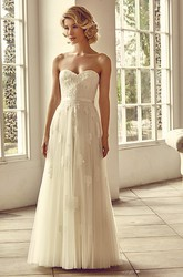 Sweetheart Floor-Length Appliqued Tulle Wedding Dress With Bow And Lace-Up