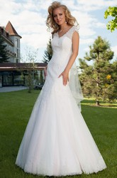 Mermaid Sleeveless V-Neck Lace Wedding Dress With Keyhole
