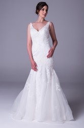 Trumpet Sleeveless Appliqued V-Neck Floor-Length Lace Wedding Dress