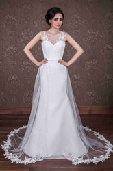 Sheath Sleeveless Scoop-Neck Floor-Length Appliqued Satin Wedding Dress