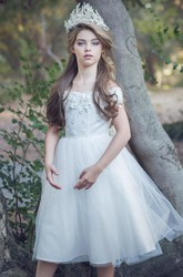 Embroideried Tea-Length Floral Appliqued Tulle&Satin Flower Girl Dress With Sash