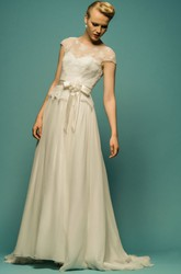 Floor-Length Scoop-Neck Short-Sleeve Appliqued Tulle Wedding Dress With Bow