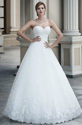 Ball Gown Floor-Length Sleeveless Sweetheart Appliqued Tulle Wedding Dress