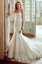 Sweetheart Mermaid Wedding Dress with Lace Appliques and Court Train