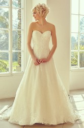 Floor-Length Sweetheart Appliqued Tulle&Lace Wedding Dress With Court Train