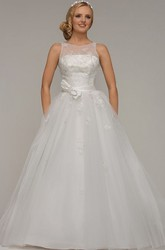 Ball Gown Bowed Scoop-Neck Floor-Length Sleeveless Tulle Wedding Dress With Beading And Appliques