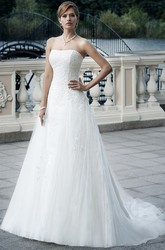 A-Line Appliqued Sleeveless Strapless Floor-Length Tulle Wedding Dress