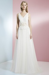 Floor-Length V-Neck Appliqued Bowed Tulle Wedding Dress With Brush Train And V Back