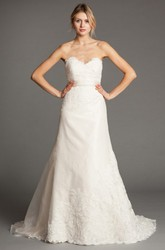 A-Line Sleeveless Floor-Length Sweetheart Appliqued Lace Wedding Dress With Bow