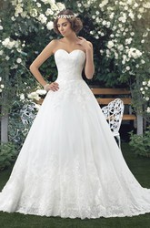 Lace Appliqued Sleeveless Sweetheart Ball Gown Wedding Dress With Buttons