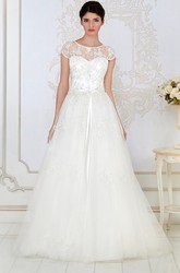 A-Line Long Scoop-Neck Short-Sleeve Appliqued Tulle&Lace Wedding Dress
