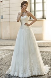 A-Line Appliqued Floor-Length Sleeveless Sweetheart Lace Wedding Dress With Pleats