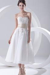 Tea-Length Sweetheart Sleeveless Wedding Dress With Flowers