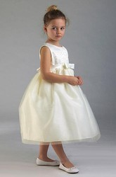 Tiered Tea-Length Bowed Tulle&Sequins Flower Girl Dress With Appliques