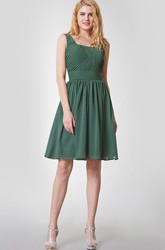Scoop Neckline Sleeveless Knee Length Chiffon Bridesmaid Dress With Ruching