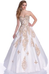 Beautiful Strapless Sweetheart Ball Gown With Beaded Appliques