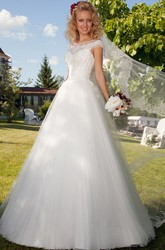 Sweetheart Maxi Appliqued Tulle Wedding Dress With Waist Jewellery And Corset Back